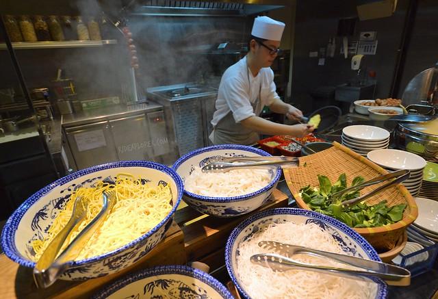hotel jen tanglin singapore buffet breakfast soup section