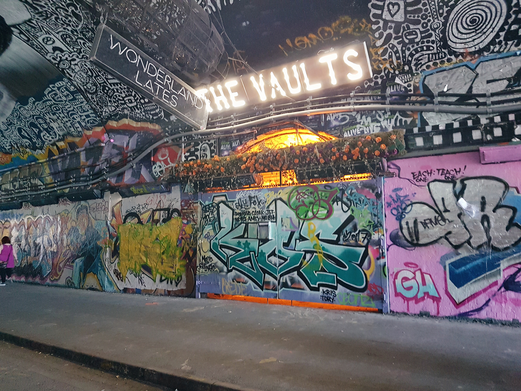 House-of-Vans-Grafitti-Vaults