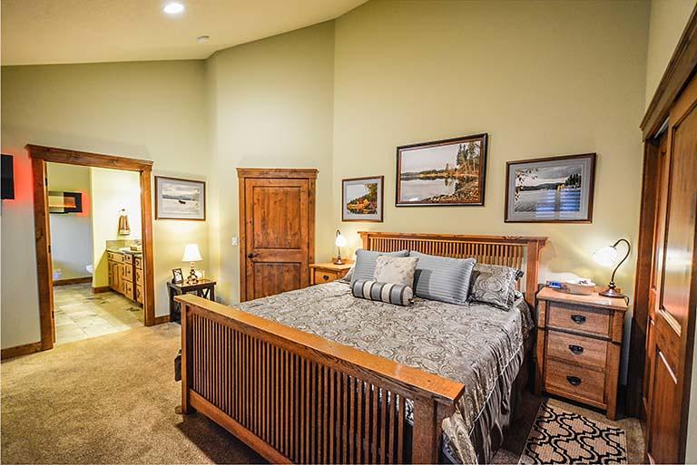 實木、原色、輕鬆安寧的臥室