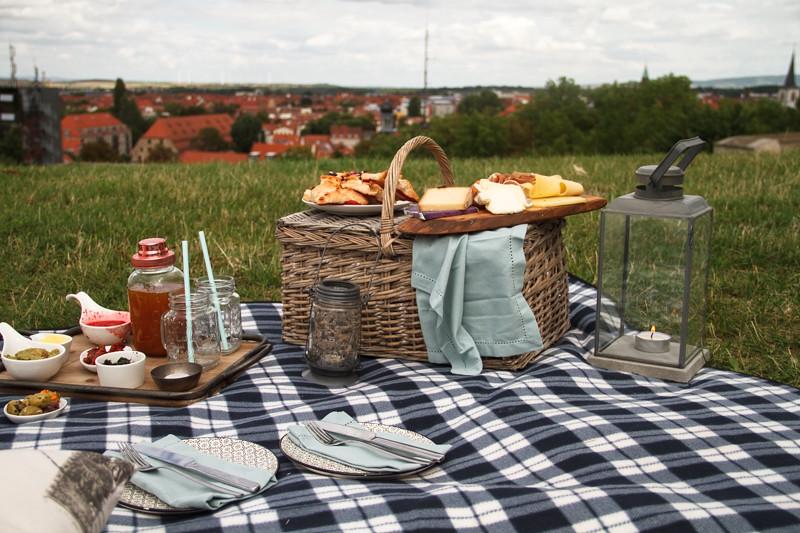 Romantisches-Sommer-Picknick-für-zwei