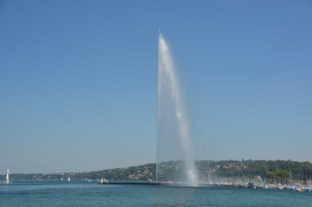 Jet d'Eau, Geneva,Switzerland, Nikon D5100, AF-S DX VR Zoom-Nikkor 18-200mm f/3.5-5.6G IF-ED [II]