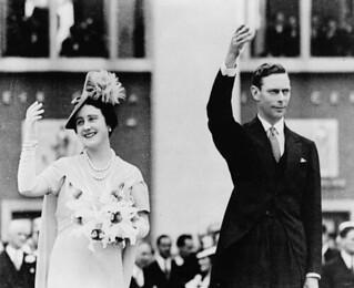 Queen Elizabeth and King George VI opening the Canadian Pavilion at the World's Fair, New York, New York / La reine Élisabeth et le roi George VI inaugurant le pavillon du Canada à l'Exposition universelle de New York (New York)