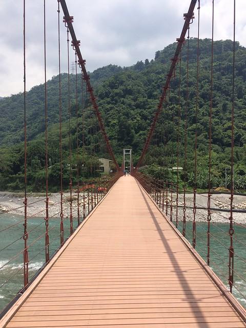 天輪白冷吊橋