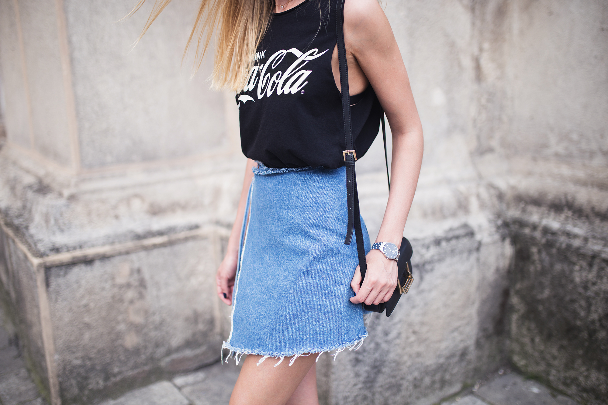 denim-skirt-black-tank-outfit-ideas