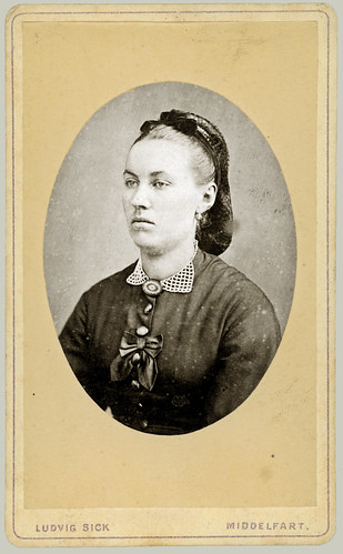 CDV woman oval portrait