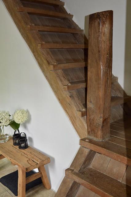 Antieke trap zonder leuning