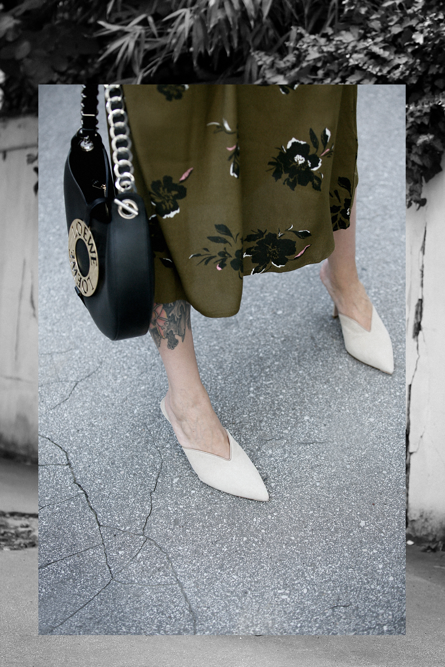 outfit JAKE*S khaki green floral dress LOWE Joyce bag Breuninger Düsseldorf Prada mules Kate Spade New York bracelet first autumn vibes outfit outfitblogger ootd lookbook cats & dogs modeblog ricarda schernus max bechmann styleblogger fotografie film 1