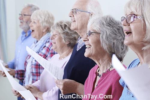Người bệnh Parkinson nên tham gia các hội nhóm để giải tỏa tinh thần