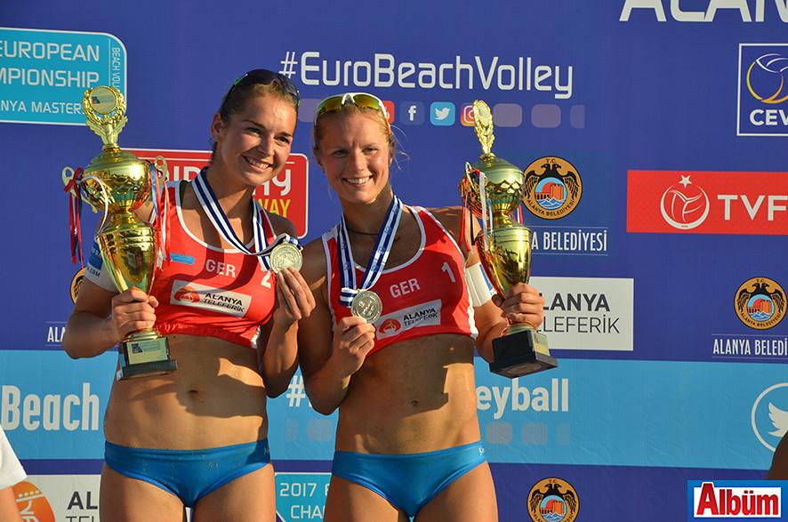 Şampiyonanın ikincisi Almanya'dan Kim Behrens, Anni Schumacher