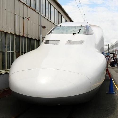 新幹線の整備工場を見学。たーのーしー。