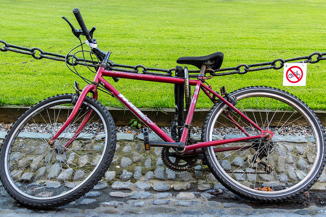 Ireland - Dublin - Trinity College - No bycicles here
