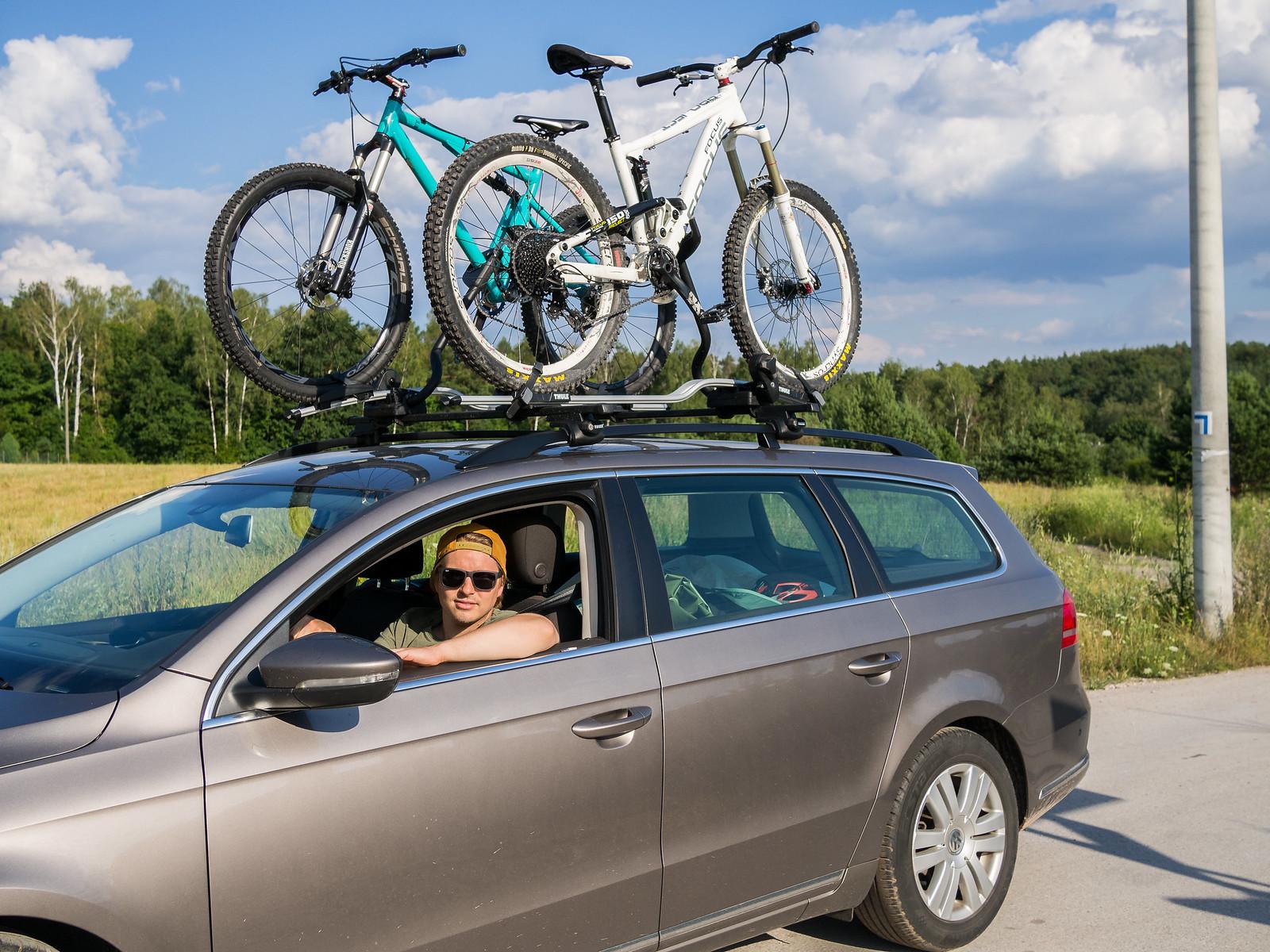 Pyörät ja iloinen mieli matkassa