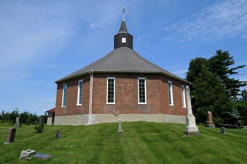 standrewsunitedchurch dalhousiemills lancaster ontario canada summer été theroundchurch church église égliseronde