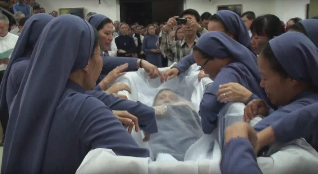 Nghi Thức Nhập Quan Sơ Anna Trần Thị Thân Xuân 17/07 - Hội Dòng Mến Thánh Giá Huế