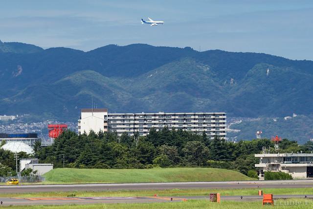 Itami Airport 2017.8.3 (33) JA742A / ANA's B777-200