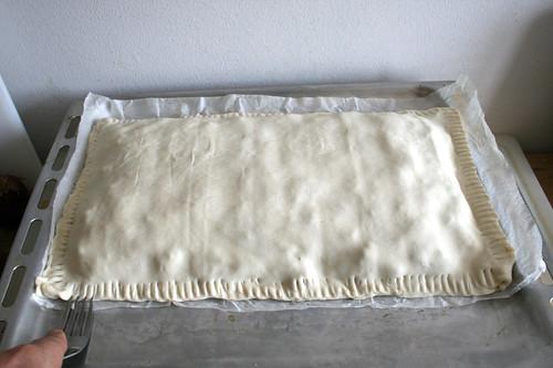 46 - Ränder des Blätterteigs verschließen / Close margins of puff pastry