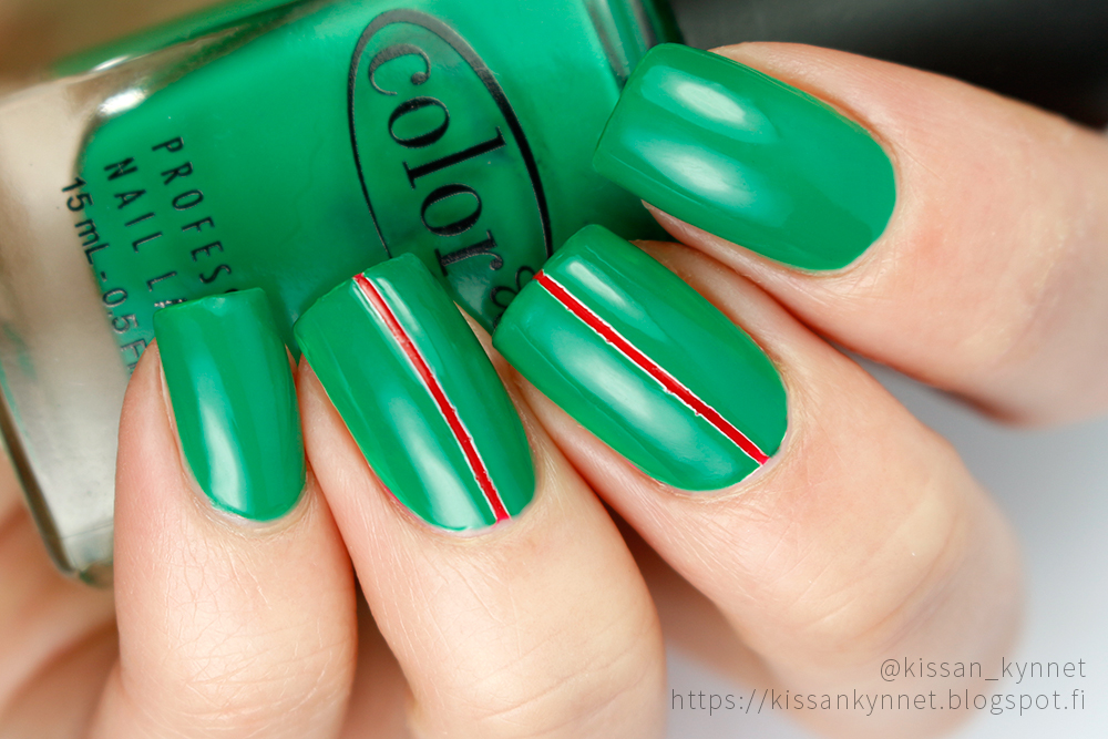 green_stripe_nail_art
