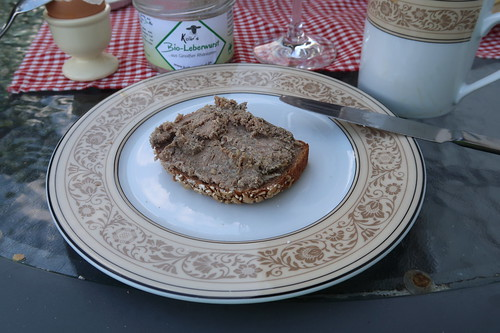 Bio-Leberwurst (aus Ginolfser Rhönlamm) auf Dinkelbrot (von der Antonius Bäckerei)