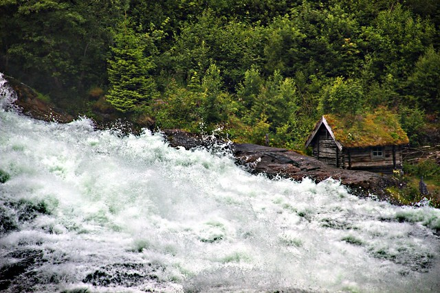 Hellesyltfossen -|- Waterfall