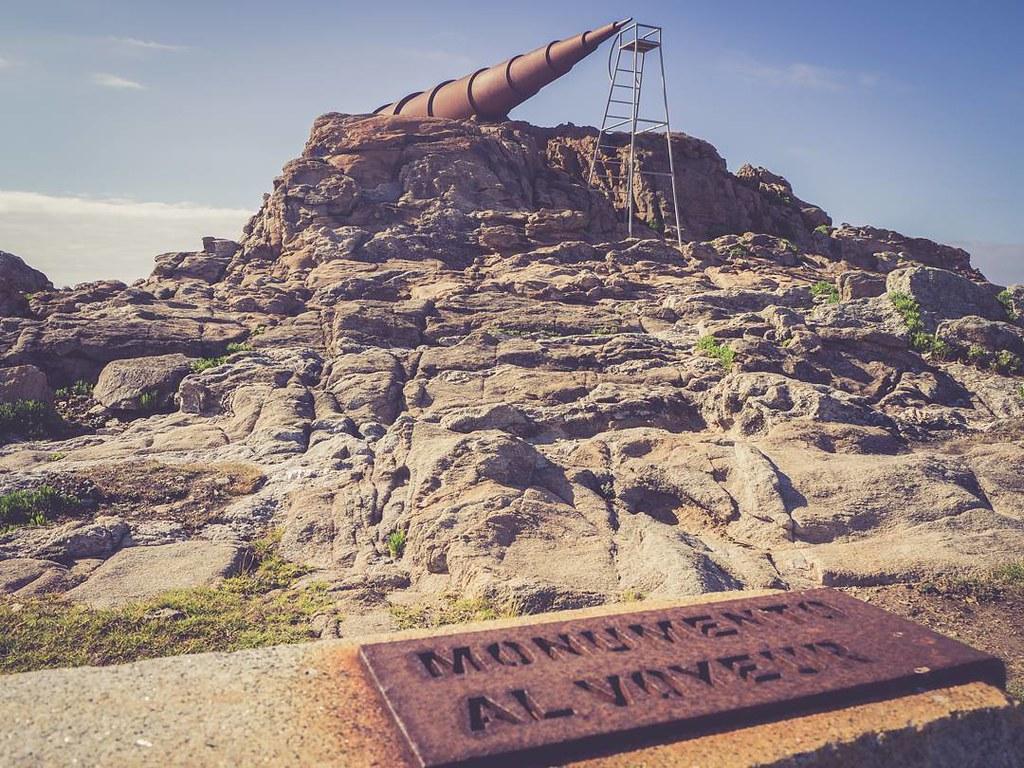 Monumento al voyeur en #Arteixo. #olympusomd #summer #monument #galifornia