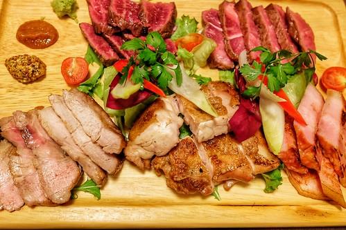 炭火焼きおまかせ5点盛 ハラミ、ミスジ、清流豚, 知床鶏,厚切りベーコン 肉十八番屋 虎ノ門店