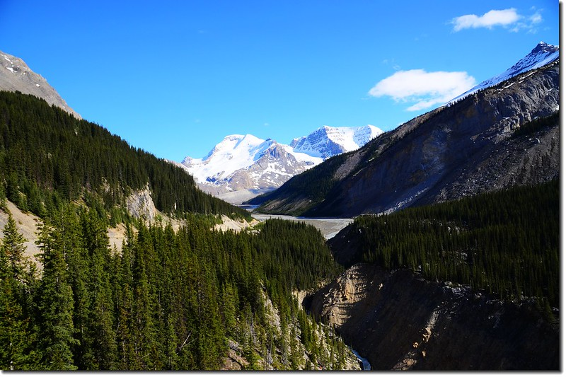 Southern view of the mountains from Glacier Skywalk