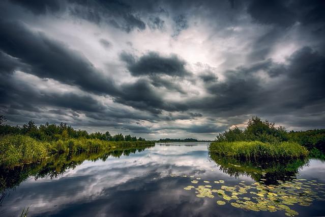 Clouds over Lakes of Ankeveen/Wolken boven de Ankeveense plassen