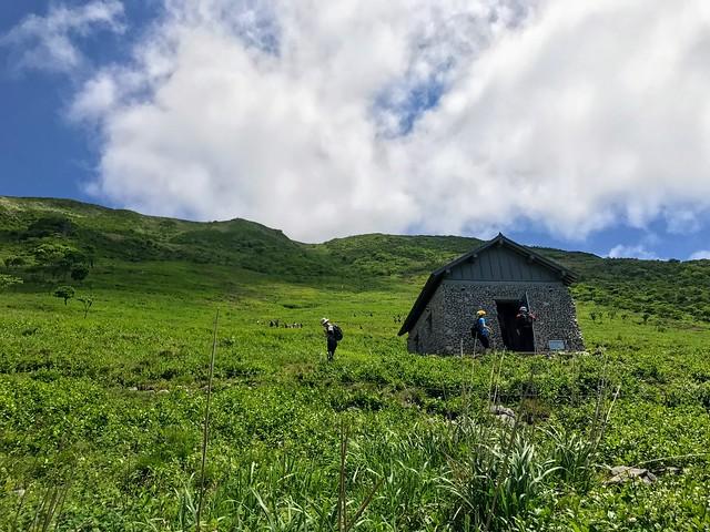 伊吹山 表登山道 6合目 避難小屋