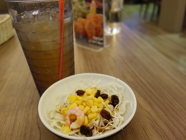 隨餐附的飲料與沙拉@大阪來的Izumi Curry南港CITYLINK店