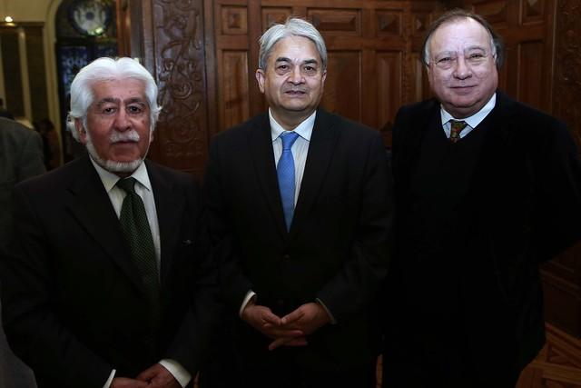 Jaime Quezada, escritor; Eduardo Castillo, Presidente de la Cámara Chilena del Libro; Pedro Pablo Zegers, Director Biblioteca Nacional