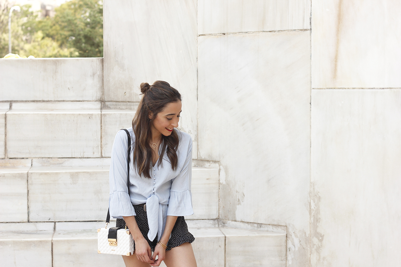 blue shirt polka dots shorts converse uterqüe style fashion summer02
