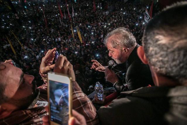 Defender o ex-presidente das injustiças do judiciário brasileiro significa, neste momento, uma defesa da classe trabalhadora - Créditos: Mídia Ninja