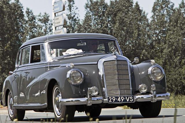 Mercedes-Benz 300 C Limousine 1957 (4401)