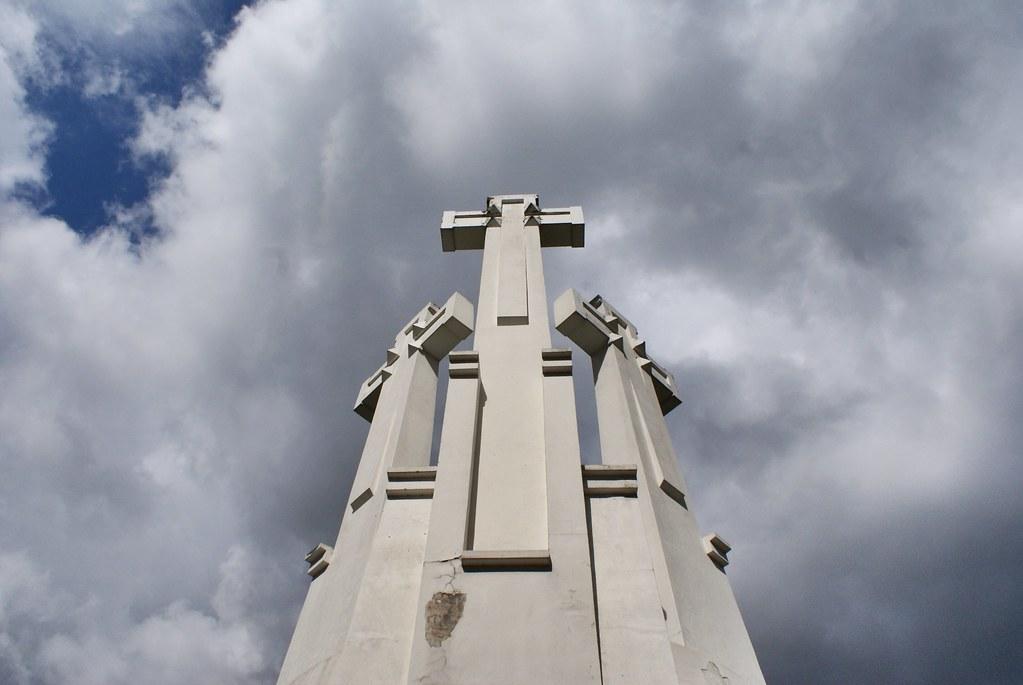 Au sommet de la colline aux trois croix à Vilnius.