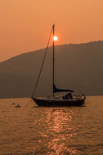 okanagan lake smoke sunrise quovadis