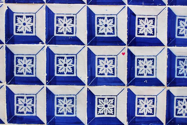 azulejos bleu et blanc lisbonne ootd