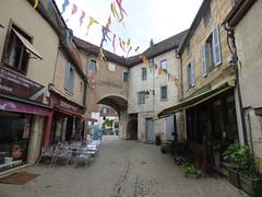 Rue Buffon, Semur-en-Auxois - La Porte Guillier - Delicesde Byzance - Photo of Genay