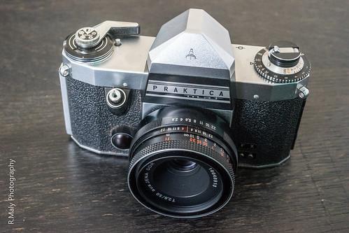 Close up photography of praktica camera · free stock photo