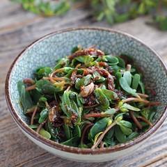 Purslane Salad?Chinese Style (Source) VeganFoodPorn.pictures/ | Vegan Cookbooks On Sale! Like Us On Facebook | Follow Us On Twitter