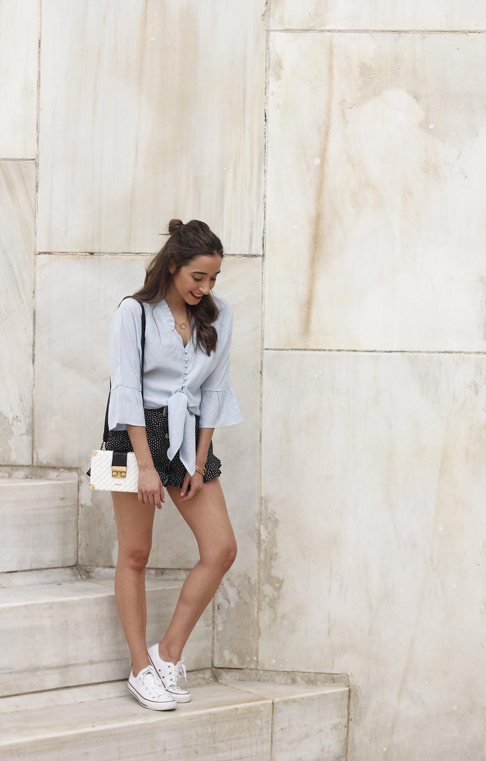 blue shirt polka dots shorts converse uterqüe style fashion summer12