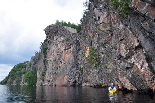 Mark takes a closer look at the pictographs on Mazinaw Rock, Bon Echo