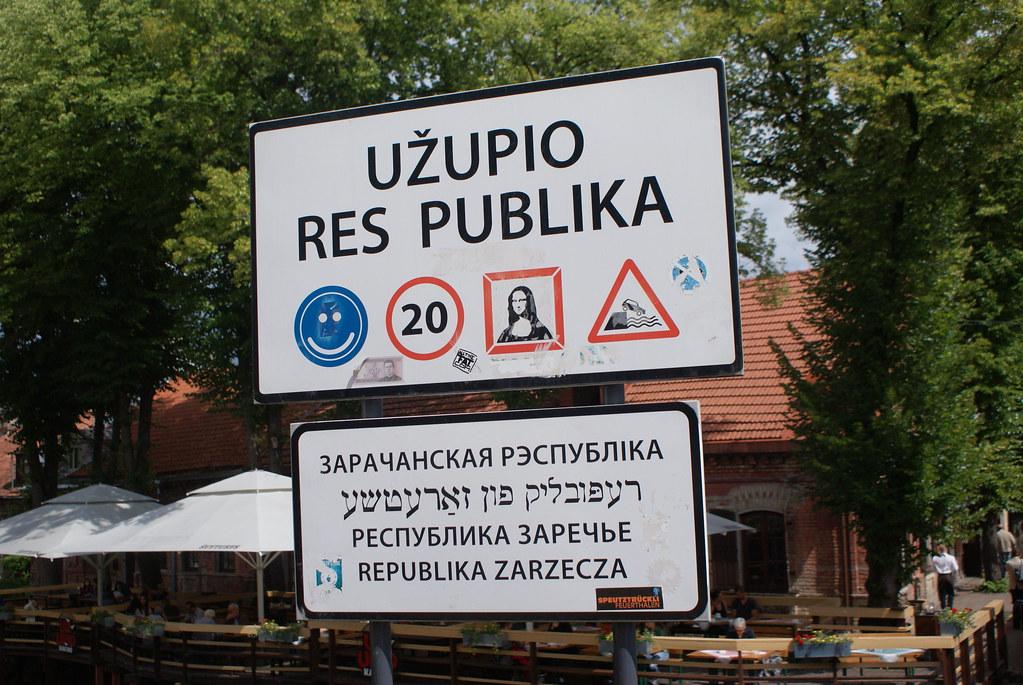 A l'entrée du quartier de la République d'Uzupis à Vilnius
