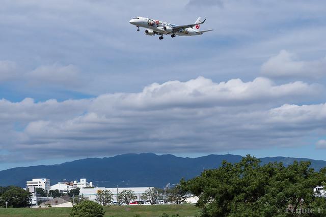 Itami Airport 2017.8.3 (3) JA248J / JAL Minion Jet / J-AIR's ERJ-190