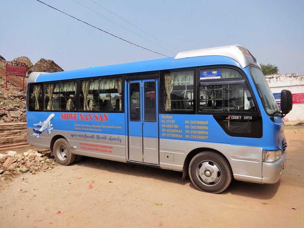 Takim autobusem zwiedzamy okolice Mandalay