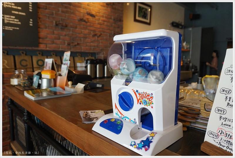 冰河咖啡-店內-扭蛋機