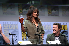 Halle Berry & Pedro Pascal