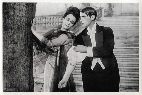 Maria Carmi and Carl de Vogt in Der Weg des Todes (1916)