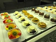 8993 Dessert servery at the Horizon restaurant, P&O cruise ship Britannia