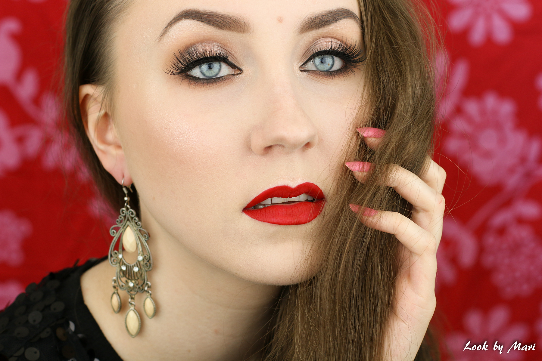 2 classic red lip lipstick makeup look tutorial inspo inspiration