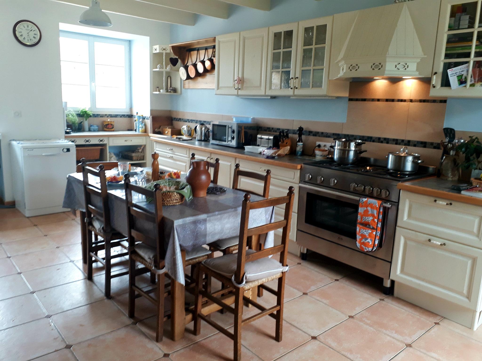 cozinha linda da casa onde fiz o work exchange na frança